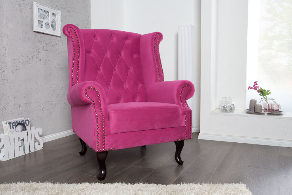 design chesterfield ohrensessel pink mit nietenbesatz. Black Bedroom Furniture Sets. Home Design Ideas