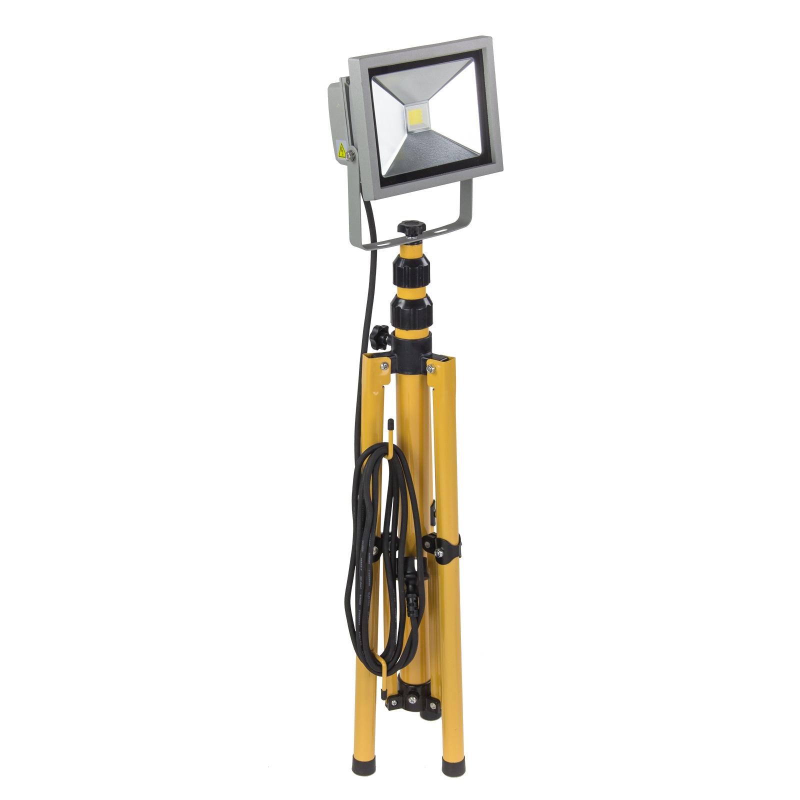led strahler baustrahler flutlicht arbeitsleuchte arbeitslampe 20 w mit stativ ebay. Black Bedroom Furniture Sets. Home Design Ideas