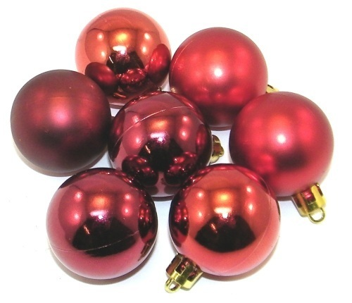 7 weihnachtskugeln 4cm farbe rot matt glanz aus kunststoff christbaumkugeln ebay. Black Bedroom Furniture Sets. Home Design Ideas